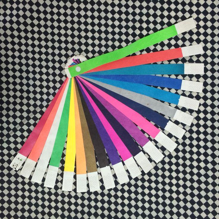 Amplia gama de colores en pulseras tyvek. Pregunta por nuestros otros modelos de pulseras.