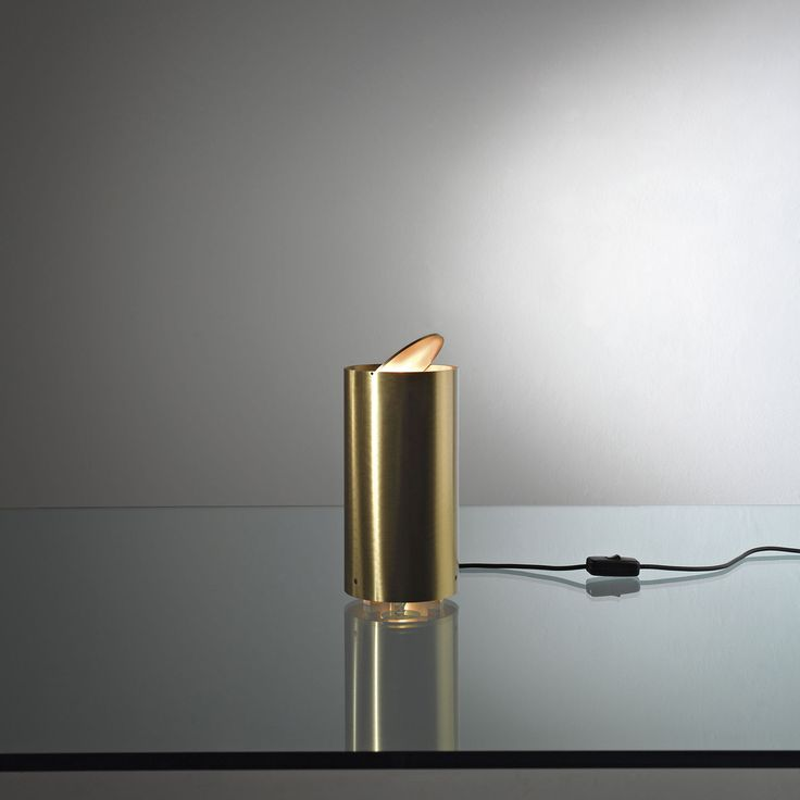 Tubo Tavolo MF 35. Table lamp in brushed brass with adjustable ring. By Mikael Fabris   Laurameroni