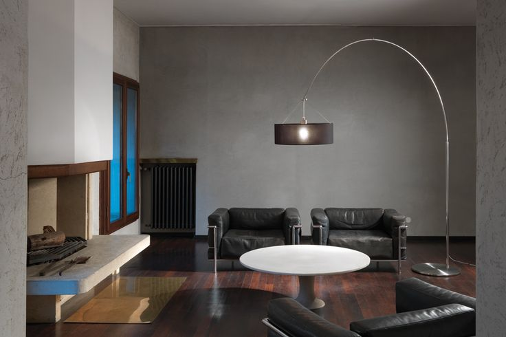 Steel Arc is a floor lamp that allows a decentralized light source. The sleek adjustable structure comes in polished stainless steel in combination with new 3D fabric lampshades. Free-standing lamp for upward and downward diffused lighting.  Polished stainless steel adjustable structure and base cover.  100% Polyester 3D fabric diffuser in black or white. Retrofit LED bulbs on request (only for 220V). #steelarc #andcosta #andcostalighting #andcostalights #lamps #freestandinglamps…