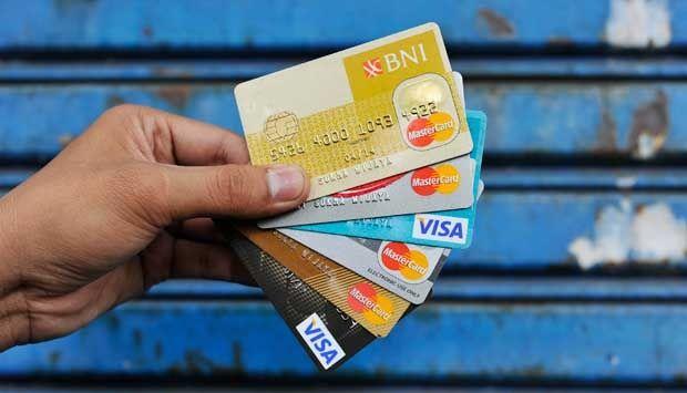 Cara dan syarat membuat kartu kredit, plus info detail limit dan bunga kartu kredit. Ada juga promo kartu kredit terbaru