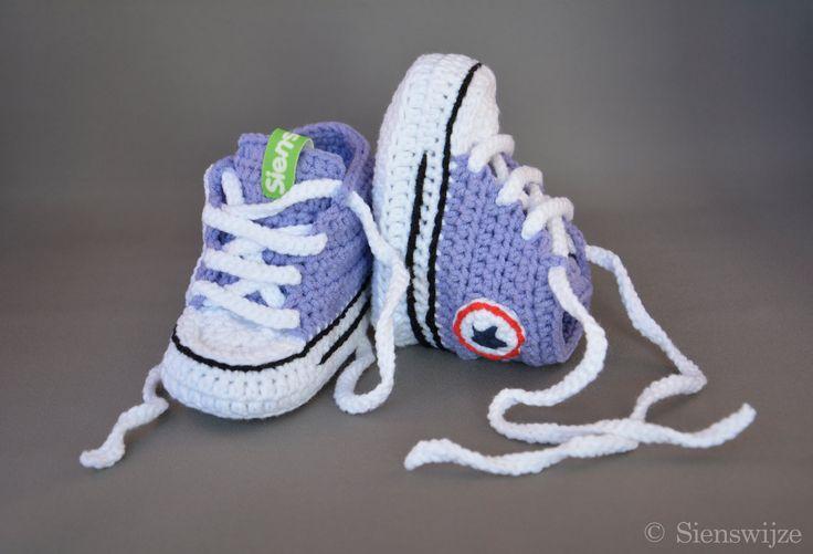 Lila baby Converse sneakers, Gehaakte baby slofjes, Handgemaakte baby schoentjes,  3-9 mnd door Sienswijze op Etsy