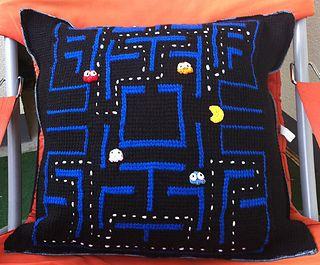 Pacman Pillow free crochet pattern by Kerstin Batz