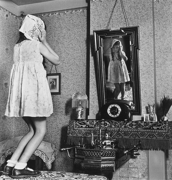Eva Besnyö , Girl in the mirror, 1939