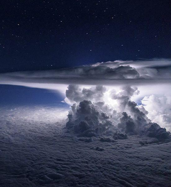 Hay muchas fotos increíbles sobre tormentas, pero las fotos que capturó el piloto de una aerolínea de Ecuador, Santiago Borja, son unas de las