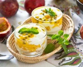 Verrine de mousse de fromage blanc régime aux fruits de la passion : http://www.fourchette-et-bikini.fr/recettes/recettes-minceur/verrine-de-mousse-de-fromage-blanc-regime-aux-fruits-de-la-passion.html