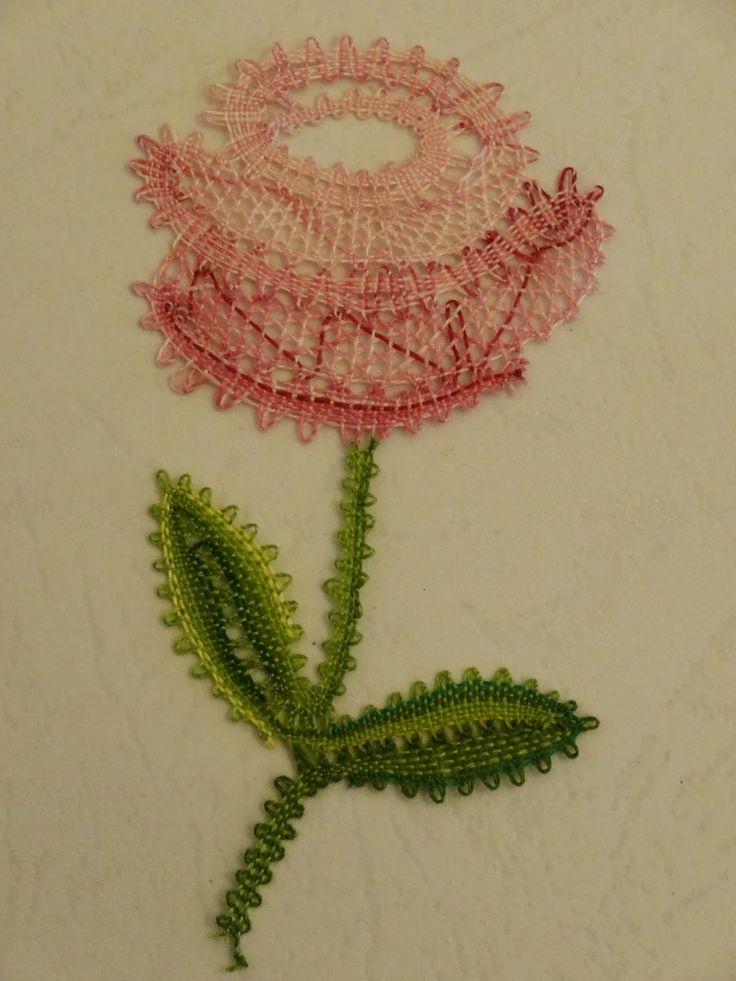 Bolillos y algo màs: Flor a Bolillos.... si otra flor...!!! http://www.marcelasusanatoledonespral.eu/