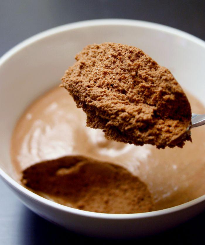 Chocolade mousse zonder slagroom, gemaakt met maar 2 ingredienten.