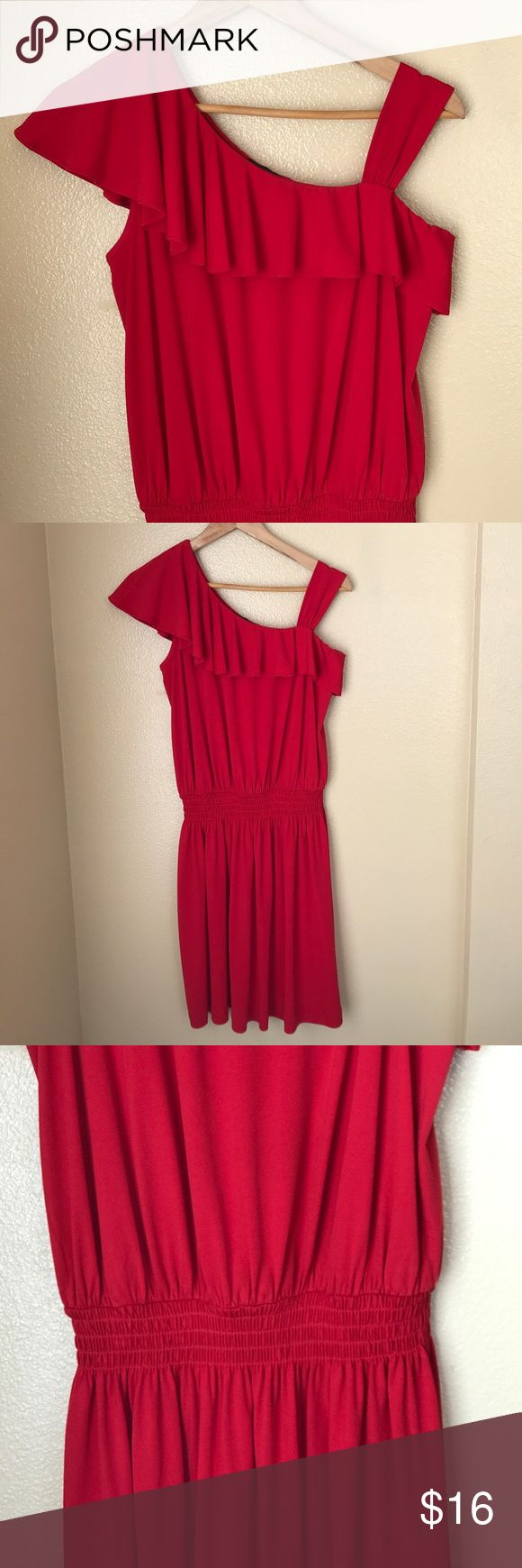 Red Guess Dress Size 4 • Gently use • Size 4 • Cinched at the waist • Perfect for a Christmas party!! • Guess Dresses Mini
