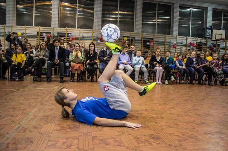 Indoor football trickster http://streets-united.com/blog/female-football-tricks-juggler/