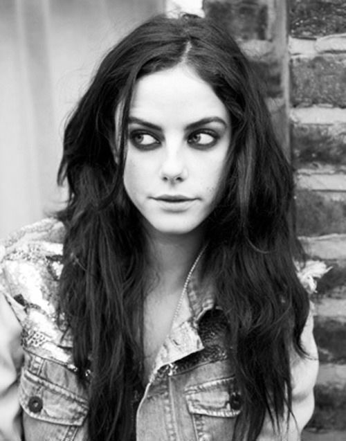 Kaya Scodelario doing grunged out pretty to perfection. Damn her.: