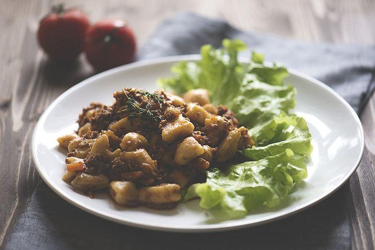 На это блюдо я наткнулась в одном из ресторанов Рима, и влюбилась в него моментально. Здесь картофельные ньокки и густой ароматный мясной соус. Приготволение…