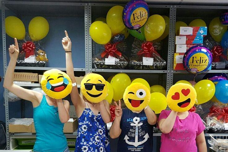 ¡Cómo nos lo pasamos! Emoticonos por todas partes gracias a estos simpáticos peluches :)