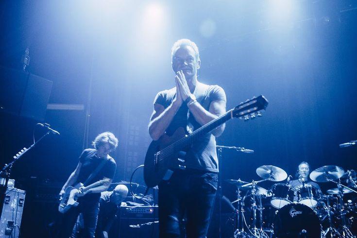 Sting lors du concert de réouverture du Bataclan, samedi soir.