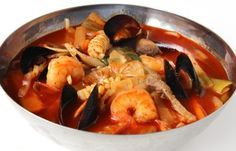 Jjamppong (Korean spicy seafood noodle soup)