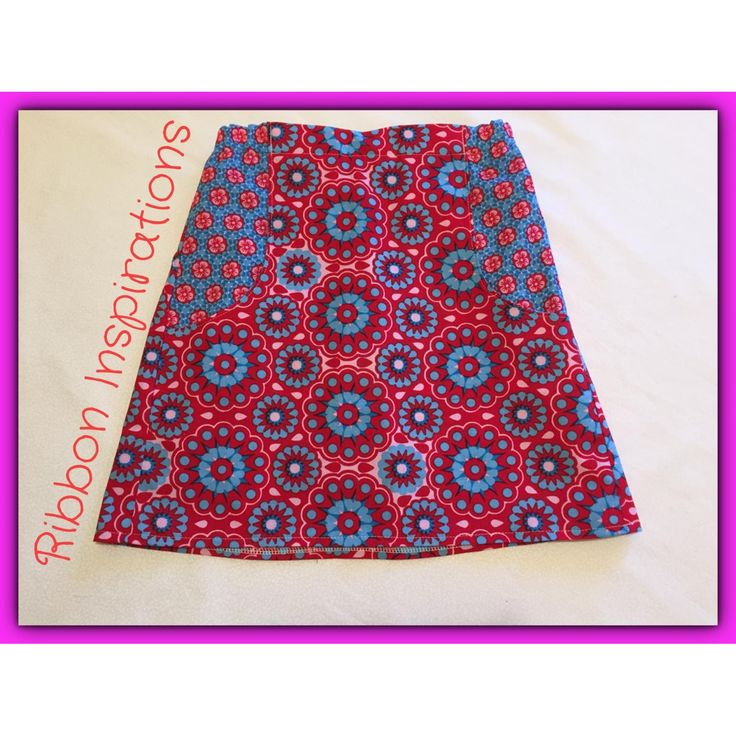 Size 5 explorer skirt in light quilting cotton. Contrasting pockets.T-shirts available with matching applique. Please send me a message or contact me via me facebook page :) Matching hair accessories also available.