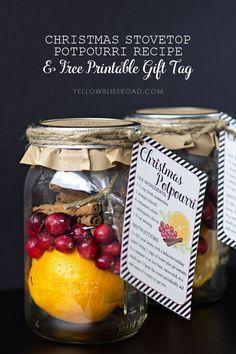 Christmas Stovetop Potpourri Recipe and Free Printable Gift Tag #neighborgift #christmasgift #christmaspotpourri