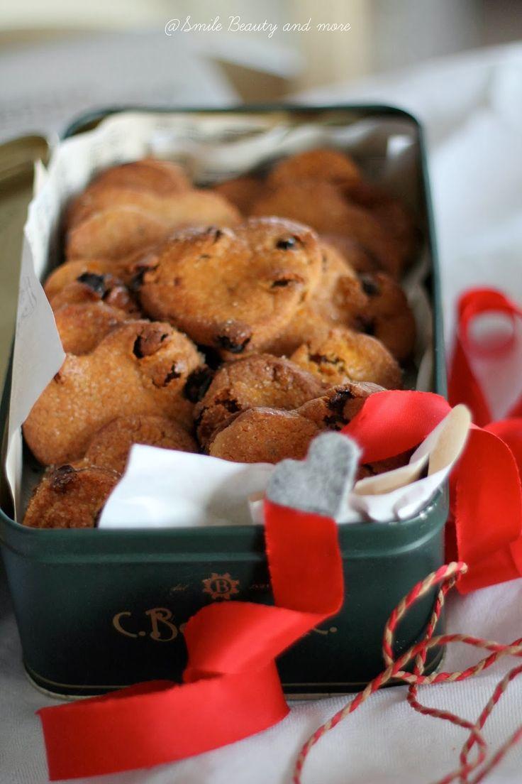 Ancora un 'idea…. dei dolcetti con farina di castagne, mi piace usare farine tipicamente invernali come quella di castagne, il sapore intenso e la consistenza di questi biscotti vi sorprenderà… l'idea è di confezionarli in una vecchia scatola di latta, chiusa magari da un nastro rosso di raso… Ingredienti 150g di farina 00 65g diRead more