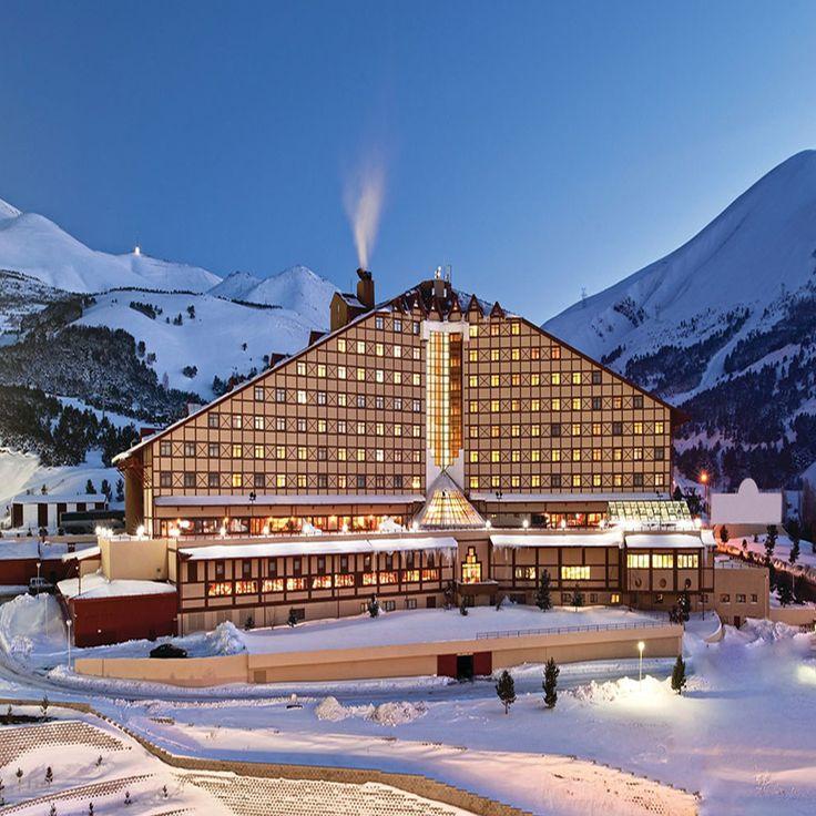 Erzurum Palandöken Dağları'nın eteklerinde kış tatiline yakışır bir konaklama Polat Erzurum Resort Hotel ile mümkün. bit.ly/MNGTurizm-polat-erzurum-resort-hotel-s
