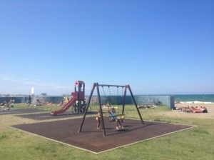 Puglia con bambini, Bari il parco giochi sul lungomare. - Puglia with children, the playground is on the promenade of Bari.