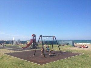 Puglia con bambini, Bari il parco giochi sul lungomare. - Puglia with children, the playground is on the promenade of Bari.