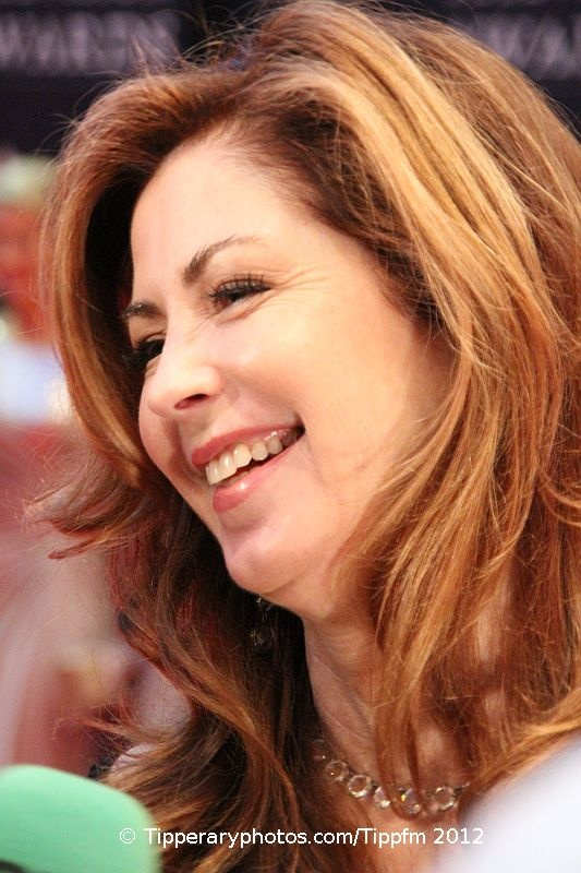 Dana Delany...like this color