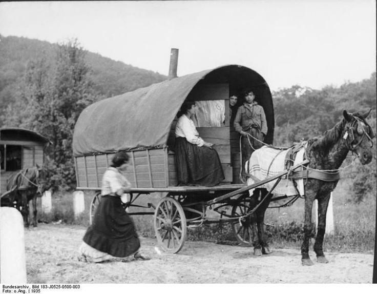 Original historic description:   Rhineland, Sinti and Roma caravan on road. Gypsies on the Rhine. Recording 1935