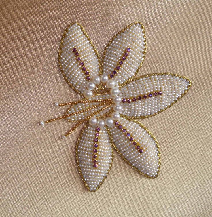 Larissa Borodich -  pearls, purl, rhinestones.