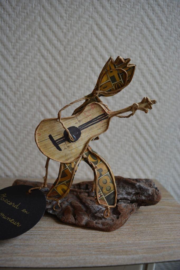 Un petit air de guitare pour vous mettre en joie en ce début d'avril. Celui-ci commence à faire ses gammes et c'est prometteur...