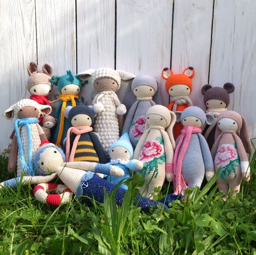 crocheted toys for children & adults / детские игрухи, которые нравятся и взрослым; детский хлопок; на основе схем игрушечного проекта дизайнера Lydia Tresselt (Германия); #baby #crochet #knitted #amigurumi #little #friends #songbirdstudio #cotton #craft #toys #cute #lalylala #pattern #colors #june #handmade  #summer #needlework  #wood #white #doll