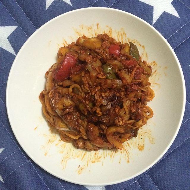 今日の昼食😋🍴ミートソーススパゲティ🍅🍆🍖(^^)⭐︎ . . . . . #美味しい #おいしい  #パプリカ #料理好きな人と繋がりたい #たまねぎ #鶏肉 #ひき肉 #ケチャップ #パスタ #イタリアン #肉 #野菜 #ピーマン #パプリカ #ナス #飯テロ #お肉 #スパゲティ  #スパゲッティ #なす #トマト #ミートソース #ミートソースパスタ #にんにく#手料理  #チーズ #昼食 #茄子 #玉ねぎ #マヨネーズ