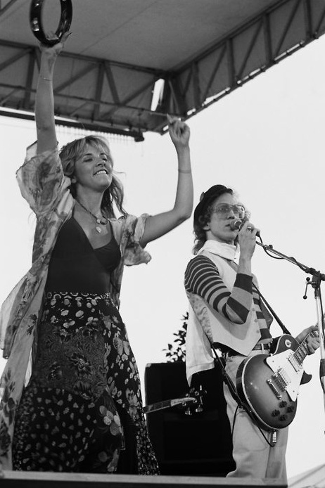 Cal Jam 1978.  Stevie Nicks and Bob Welch singing Ebony Eyes.  Wish I was there.