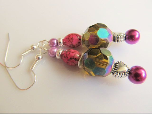 Oorbellen Glass Disco glaskraal facet met glasparels en glaskraal gemarmerd roze, hartkraaltje en rondelletje zilver. geheel verzilverd