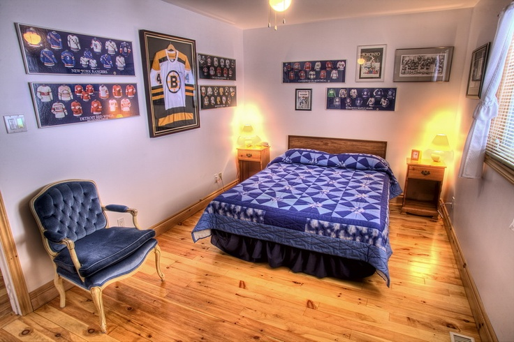 13 best images about hockey bedroom on pinterest jersey for Hockey bedroom ideas