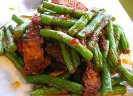 Pad Prik Khing :Stir-fried string bean with homemade chili paste and lime leavesfrom Pattaya Bay Restaurant in Los Angeles #Food #Bean#Restaurant forked.com