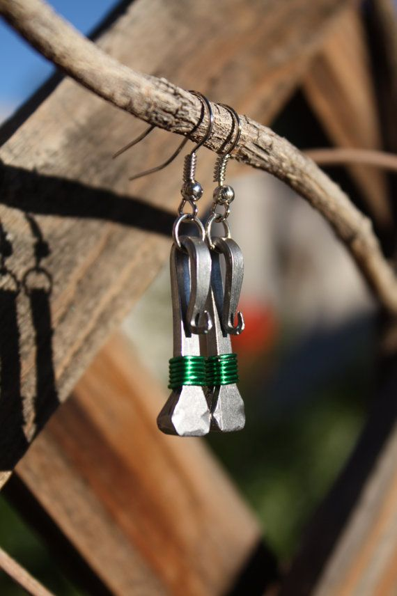 horseshoe nails with wrapped wire… neato, and these look so easy to make, too!