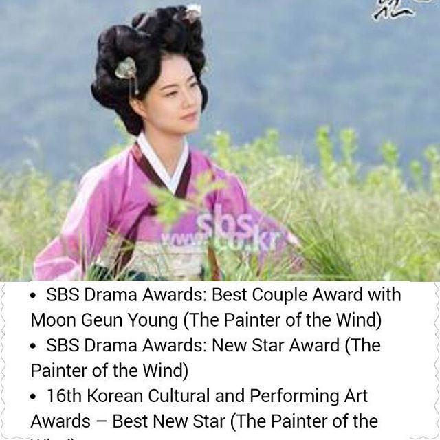 Although she got a supporting role in Painter Of The Wind as a gisaeng, but she got Best Rookie actress.  #moonchaewon