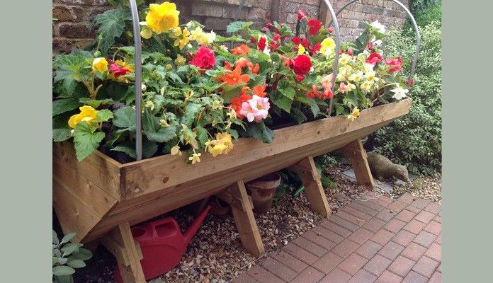 These stylish wooden manger trough planters, available in micro, mini and maxi sizes are manufactured from Scandinavian softwood sourced from sustainably managed forests. Perfect for creating a veg garden on the patio or a stunning floral display for a splash of summer colour.