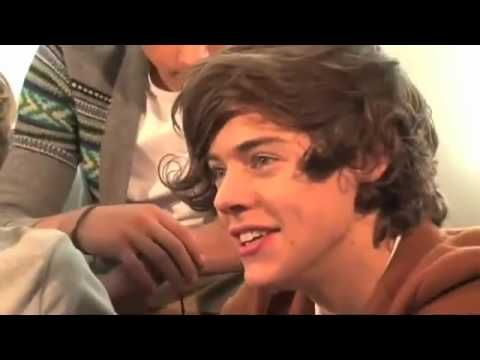 Harry Styles talking about kissing Caroline Flack,Niall Laughing nialls face at the end;D