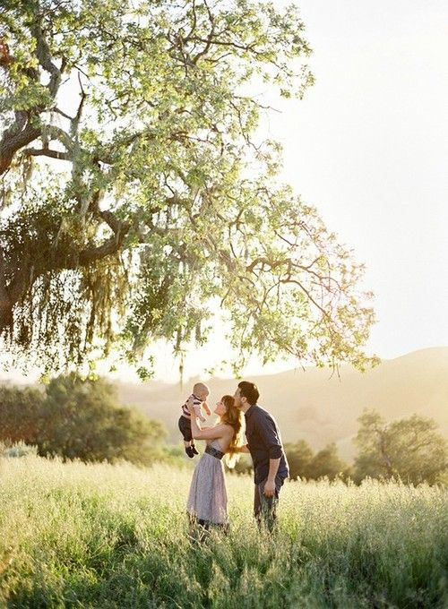 SUCH a pretty location. I'd love to take wedding/family pictures in a place like this! :)