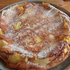 Torta alla mousse di mela4 mele 4 uova 50g di farina 50g di zucchero Una bustina di vanillina Zucchero per decorare 200ml di latte