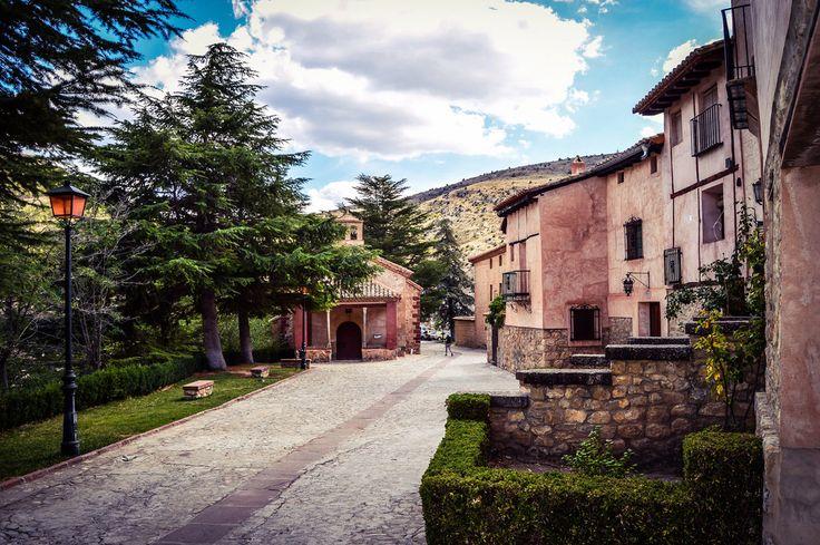 Paseando por Albarracin (Albarracin - Spain)