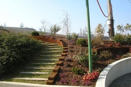 Costruire dei gradini in giardino cerca con google scalini in giardino - Idee giardino in pendenza ...