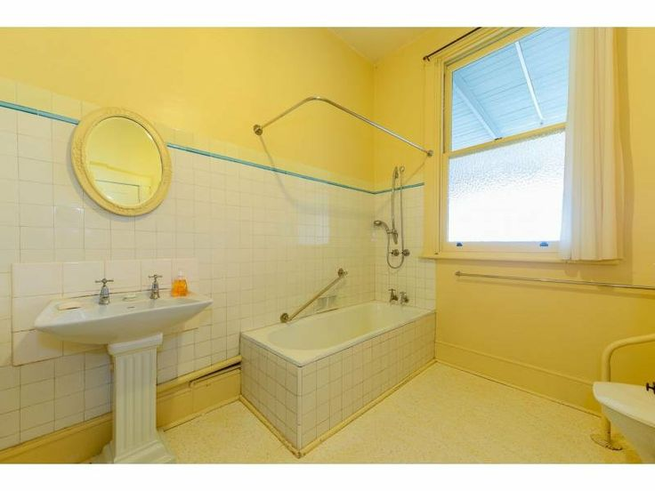 18 best les tapis images on pinterest live carpets and for Bathroom designs hobart