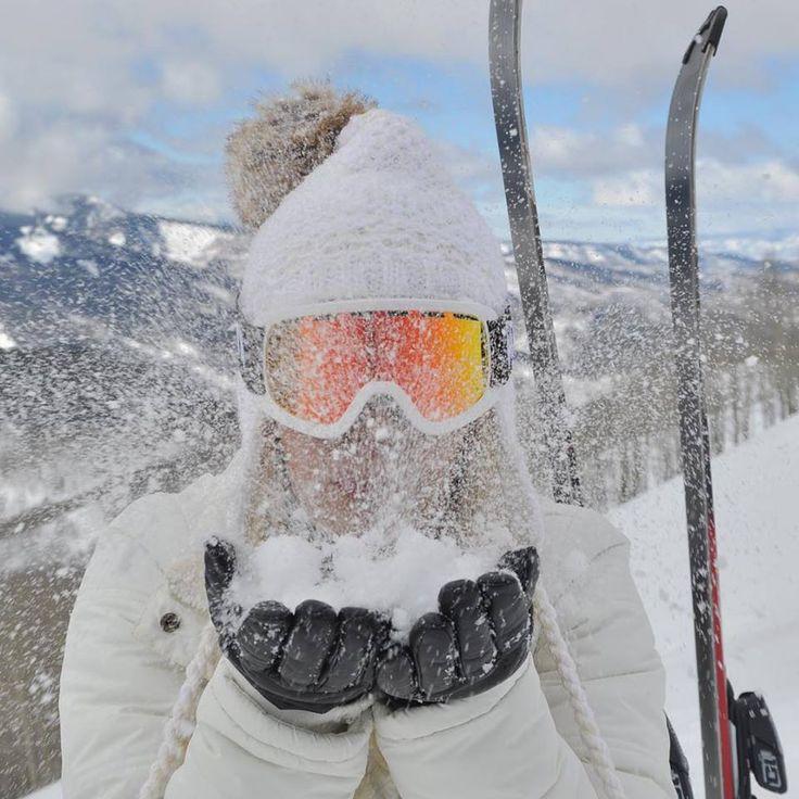 A blogueira #CarolTognon curtindo o frio e a neve de #Vail, nos Estados Unidos, com as Luvas Touch Screen Fiero!