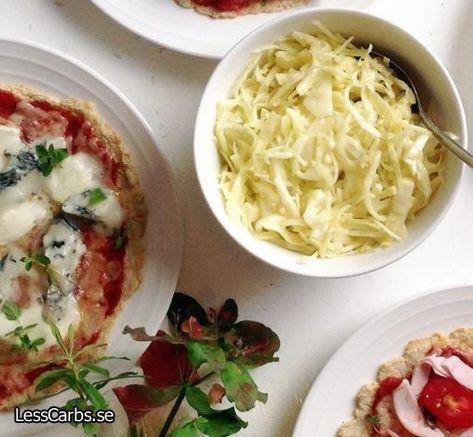 Denna vitkålssallad passar perfekt till pizza, men också till vad som helst egentligen. Sallad behöver ju inte alltid vara sallad, gurka och tomat. Tryck nedan för att komma till receptet! Vitkålssallad till 2-3 personer 180 g vitkål 2 msk god olivolja 1,5 tsk senap (jag gör egen senap, recept hittar du här) 1/2 lime, saft…