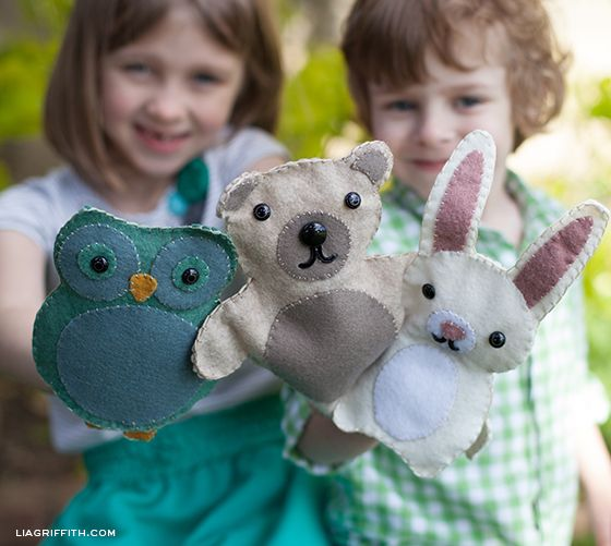 Felt Woodland Friends Puppets with tutorial and patterns (and a great way to make the mouth design on the bear and bunny :D)