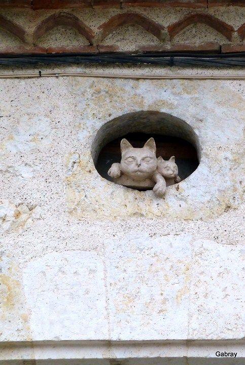 Франция. Город, который спасли кошки, называется Ла Ромье (La Romieu). XIV век.
