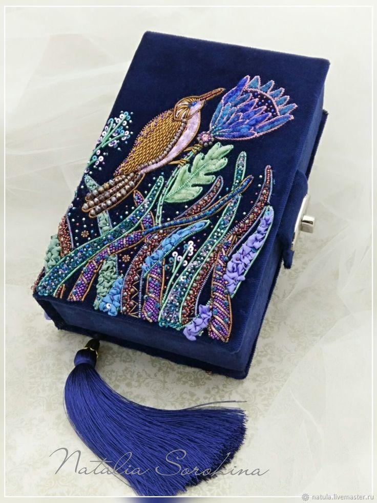 Синий бархатный клатч с лесной птичкой – купить в интернет-магазине на Ярмарке Мастеров с доставкой