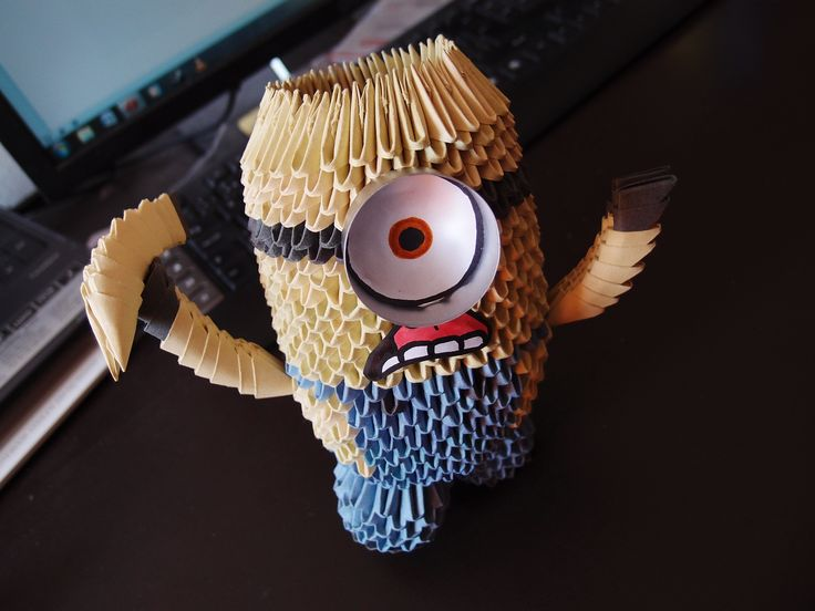 3D origami - Minion from Despicable Me (982 pieces = 31x A4 paper)