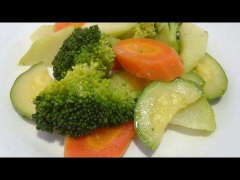 Deliciosas y nutritivas verdruas al vapor. Imprime esta receta en:http://cocinaycomparte.com/recipes/verduras-al-vapor Compra el Perol Perdura: http://cocina...
